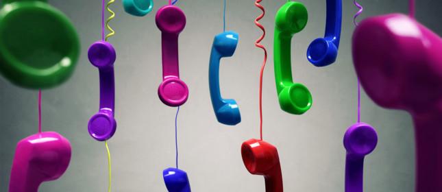 Vecchie cornette telefoniche colorate